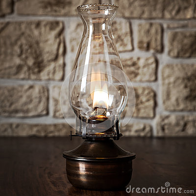 Free Vintage Oil Lamp On Wooden Table Stock Photography - 40391312