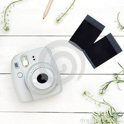 Free Vintage Photo Camera On White Background With Photo Cards. Polaroid Camera. Instax White Camera. Flat Lay. Stock Photo - 125174790