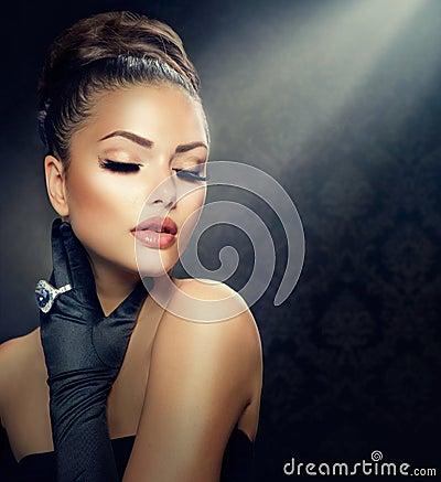 Free Vintage Style Girl Royalty Free Stock Photos - 32301158