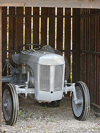 Free Vintage Tractor Royalty Free Stock Images - 16388429