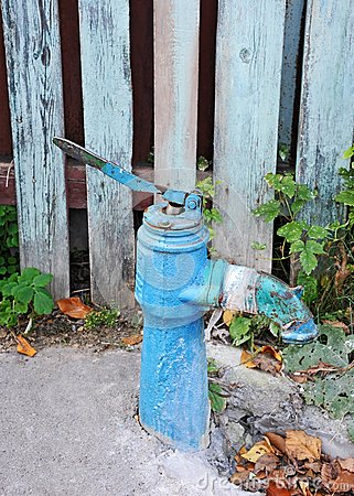 Free Vintage Water Pump Royalty Free Stock Photography - 34913427
