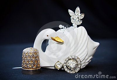 Vintate sewing kit with swan and silver thimble