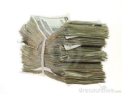 Vinte contas de dólar empilhadas e unidas junto