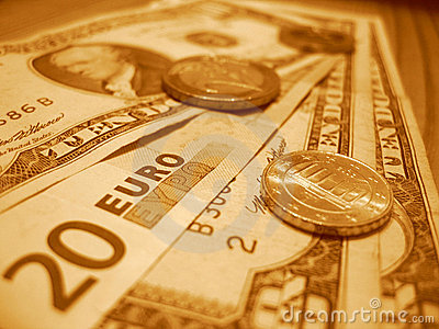 Vinte euro e dez dólares