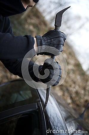 Violação criminosa do carro do ladrão