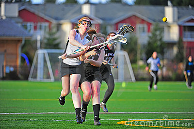 Violação do espaço do tiro do Lacrosse das meninas Fotografia Editorial