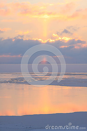 Free Violet Afterglow On The Winter Sea Stock Image - 35894711