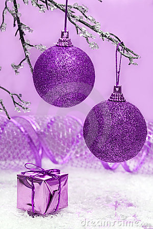 Free Violet Christmas Balls Stock Images - 3918904
