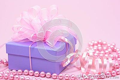 https://thumbs.dreamstime.com/x/violet-gift-box-3311642.jpg