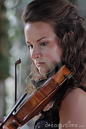 Violinist - Teen playing