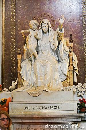 Free Virgan Mary Sculpture At St. Peter Basilica Stock Photography - 55273522