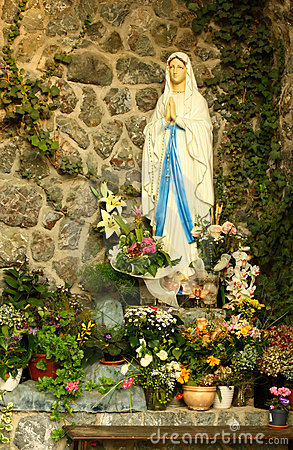 Free Virgin Mary Grotto Royalty Free Stock Photography - 11608927
