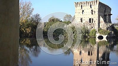 Visconte Bridge di Borghetto Valeggio su Mincio Vr Italia stock footage