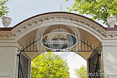 Visitors entrance Mt Vernon