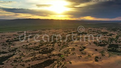 Vista aérea de dunas Bayan Gobi na Mongólia vídeos de arquivo
