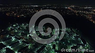 Vista aérea de la vivienda/del complejo de apartamentos futuristas metrajes