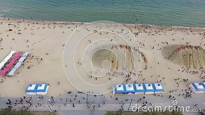 Vista aérea del Festival Haeundae Beach Sand, Busan, Corea del Sur, Asia metrajes