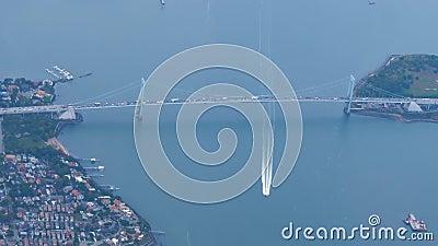 Vista aérea del puente de Whitestone en New York City almacen de metraje de vídeo