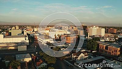 Vista aérea sobre a cidade deserta de Bakersfield, no sul da Califórnia filme