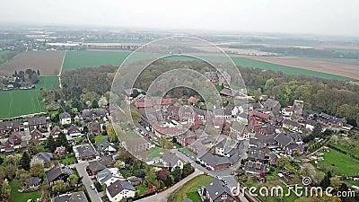 Vista aerea di vecchia città storica Liedberg in NRW, Germania video d archivio