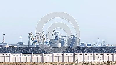 Vista al timelapse del porto marittimo in città di Aqtau il Kazakistan archivi video