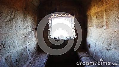 Vista attraverso una finestra del castello video d archivio