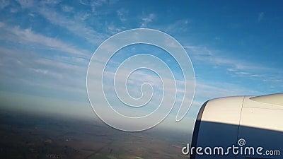 Vista dalla finestra del velivolo, Skyline attraverso il foro di un velivolo stock footage