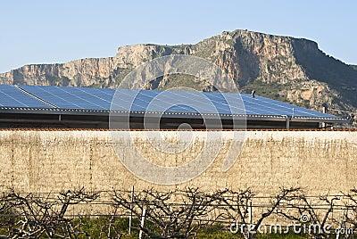 Los paneles de Solars en la montaña