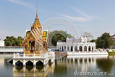 Vista de Phra Thinang Wehart Chamrun na dor do estrondo