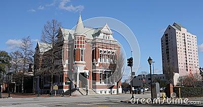 Vista del edificio Augusta Cotton Exchange en Augusta, Georgia 4K Fue construido en 1886 y ahora alberga el Banco del Estado del  almacen de video