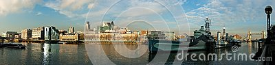 Vista del fiume Tamigi e HMS Belfast