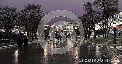 Vista del muro del Kremlin y de los Obelisk en honor al 300 aniversario del reinado de la dinastía Romanov almacen de metraje de vídeo