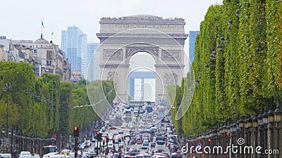 vista di Champs-Elysees con traffico, tempo di giorno, Parigi, Francia, 4k archivi video