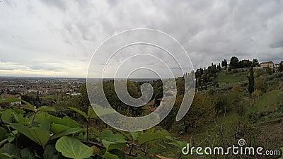 Vista dos montes ao vale do Po - destinos italianos de Bergamo do curso - lapso de tempo filme