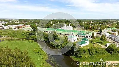 Vista panor?mica da igreja branca em Suzdal, R?ssia filme