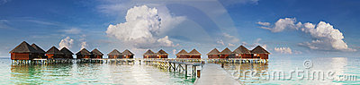 Vista panorâmico em casas de campo da água