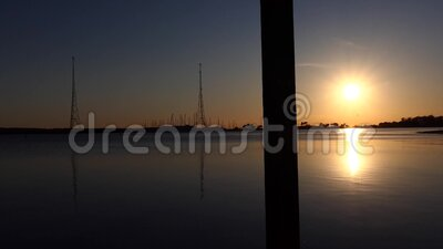 Vistas de Sunset Waterfront Kalundborg, Dinamarca almacen de video