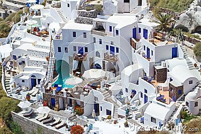 Vit arkitektur av den Santorini ön