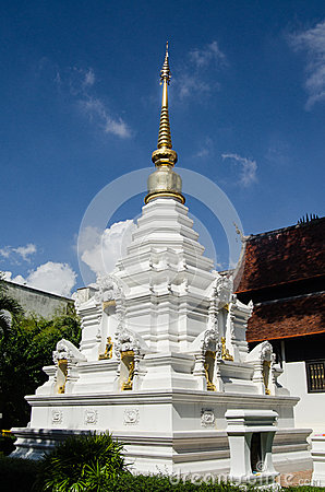 Vit och guld- Stupa, Thailand