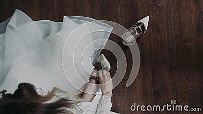 Vita klänningar på pumpar