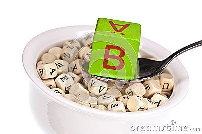 Vitamine-rijke alfabetsoep die vitamine B kenmerkt
