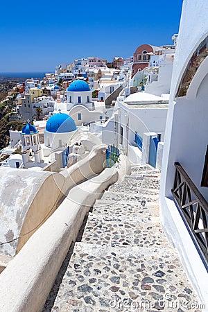 Arkitektur av den Oia byn på den Santorini ön