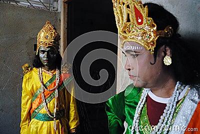 Vivendo con il colore & il costume religioso Fotografia Editoriale