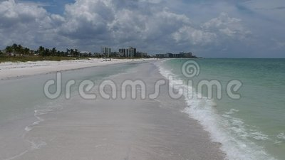 Vlieg over video van het strand van Florida stock footage