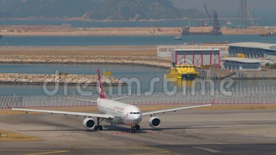 Vliegtuig vertrek uit de internationale luchthaven, Hongkong stock footage