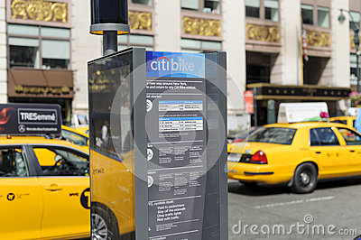 Vélo de New York City partageant la station Image éditorial