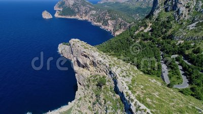 Vlucht over Mirador Es Colomer, Mallorca, Spanje stock video
