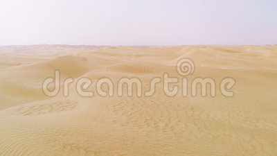 Vlucht over woestijn stock video