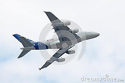 Vôo A380 da demonstração Foto Editorial