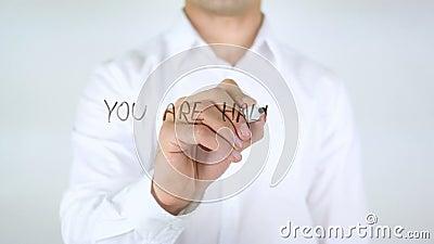 Você é incompleto lá, escrita do homem no vidro vídeos de arquivo